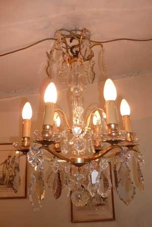 ventes antiquit s luminaire lustre 6 lumi res avec bassins en cristal aux mains de bronze. Black Bedroom Furniture Sets. Home Design Ideas